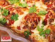 Рецепта Пълнени кюфтета с плънка от бекон, кисели краставички и царевица в доматен сос и кашкавал на фурна